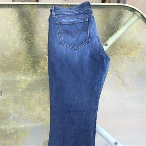 Demi Curve Levi Skinny Jeans